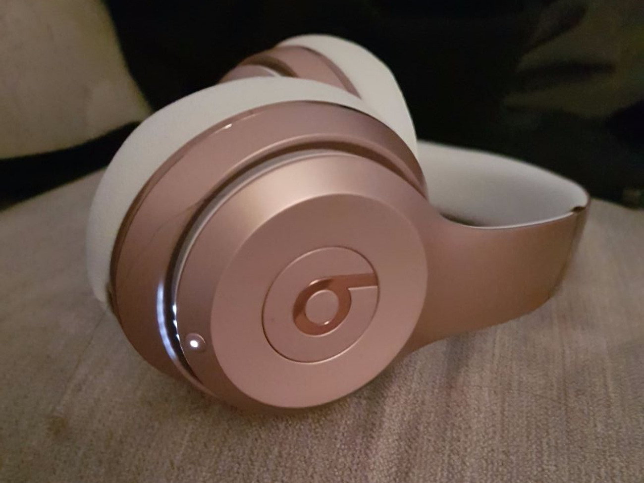 Beats Solo 3 Wireless Rose Gold.