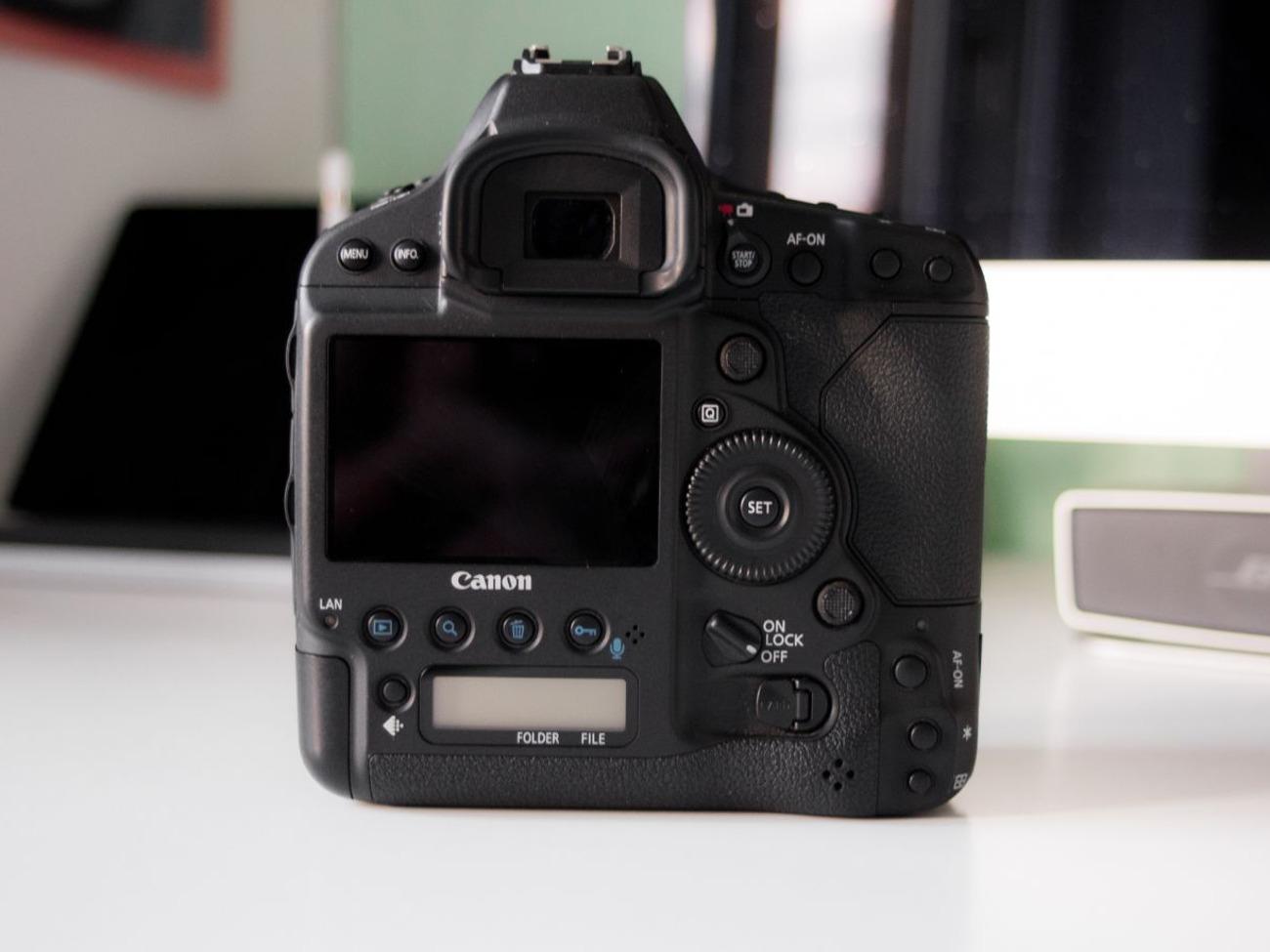 Canon 1DX MKII Body + SanDisk CFast 2 0 128gb + Card Reader