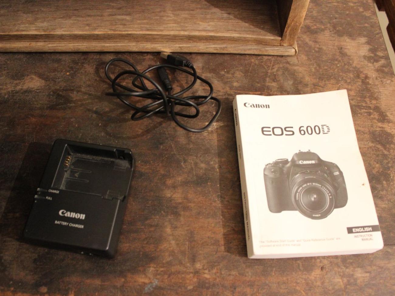 Canon EOS 600D Digital SLR Camera + 32gb SD Card