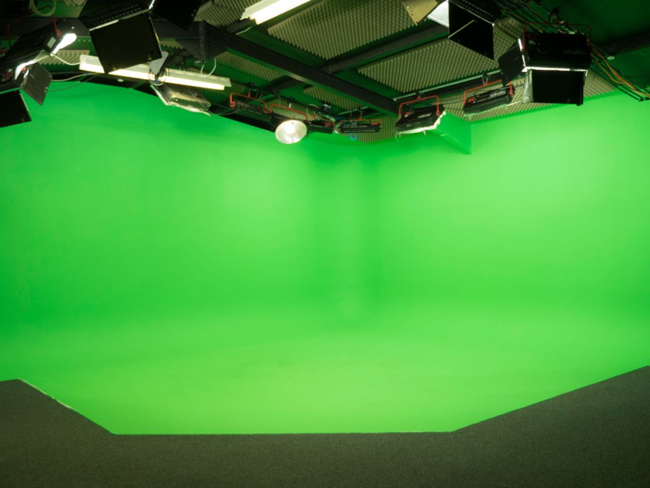 Green Screen Infinity Cove Studio