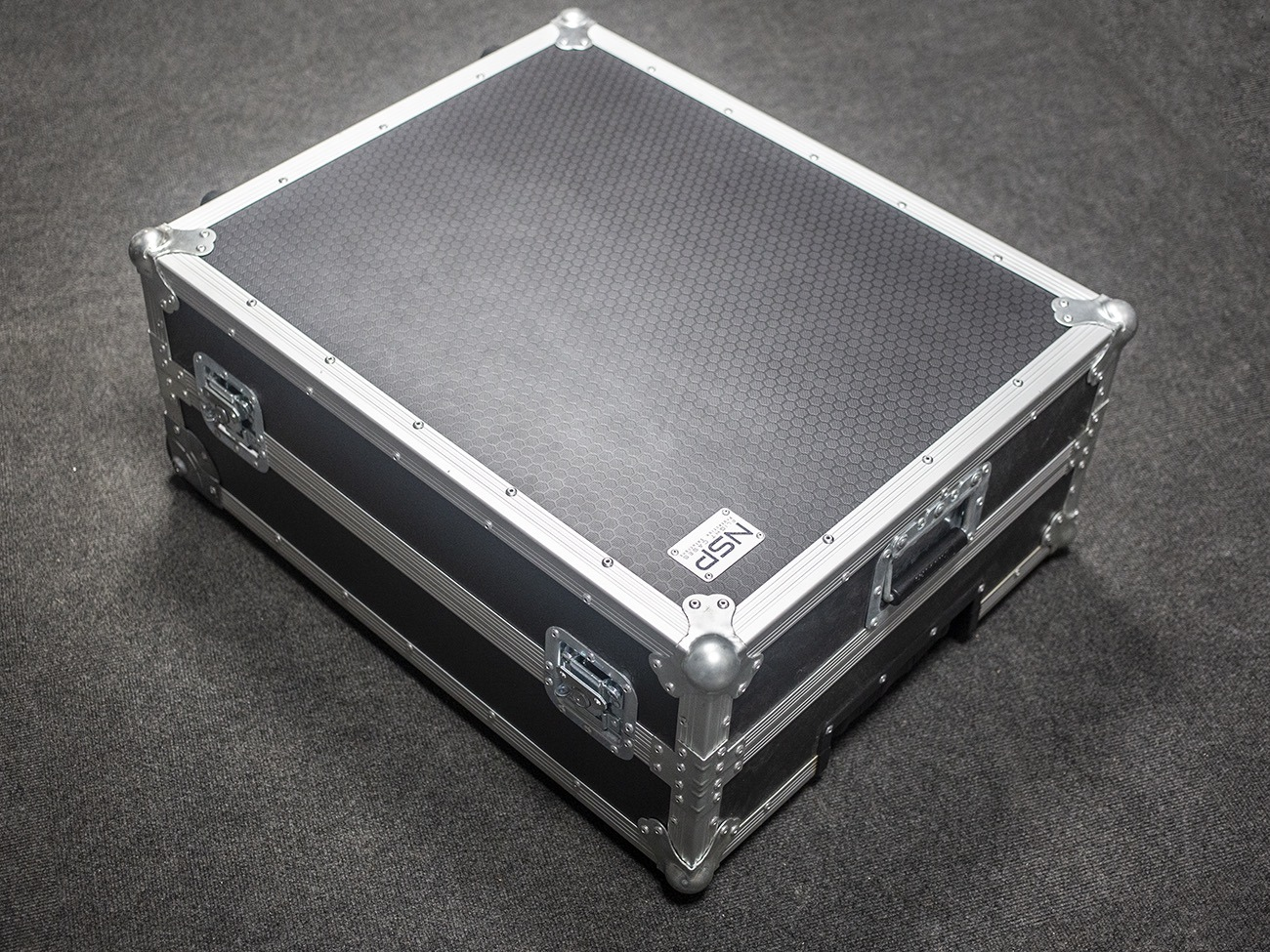 timeless design a2e57 1bf2b iMac 27 inch Travel and Flight case with wheels
