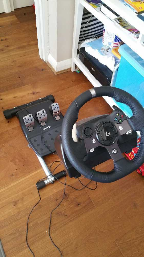 Logitech G920 gaming wheel with pedals and Wheel Stand Pro gaming stand  F1  style paddle shift (Xbox One and PC)