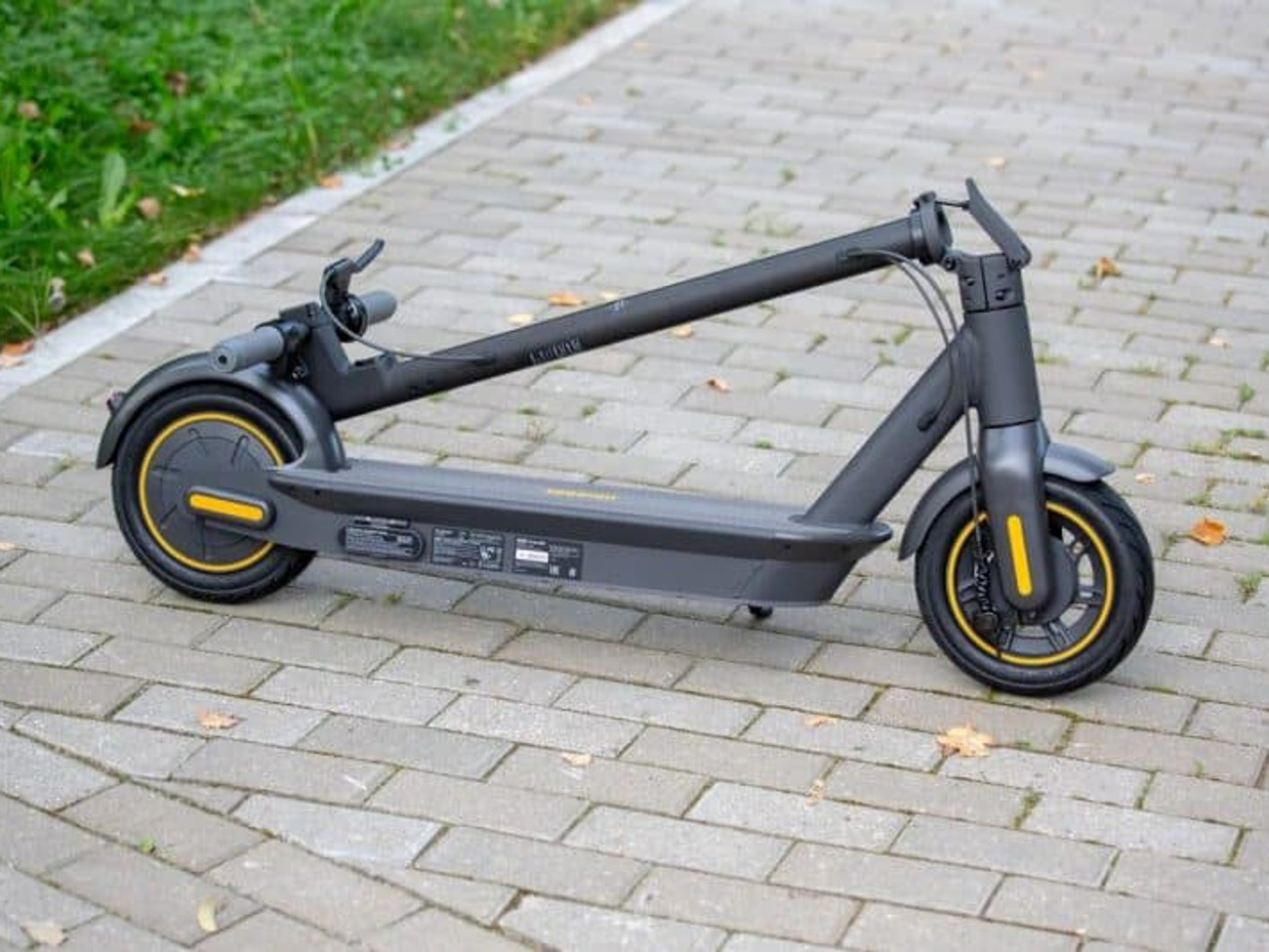 Rent Ninebot Max G30 Electric Scooter In London Rent For 10 00 Day 8 57 Week