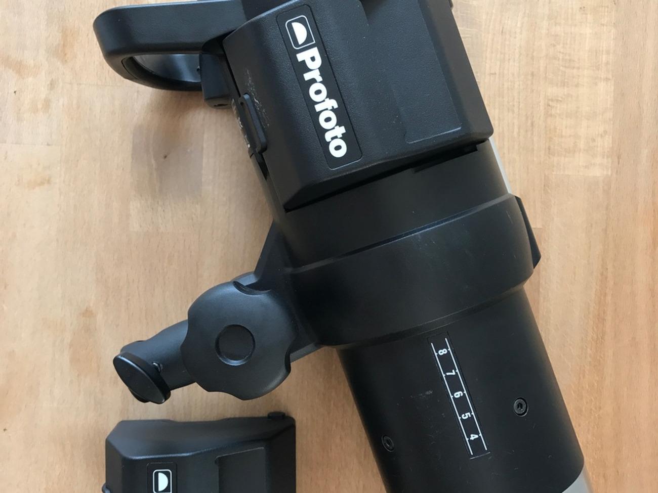 Profoto B1 Head with 2 Batteries