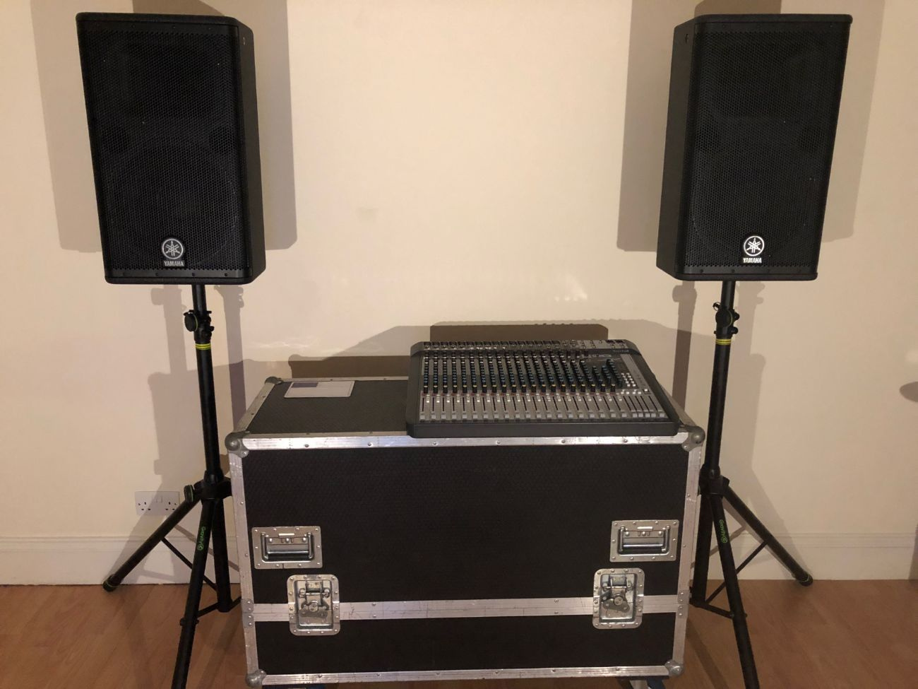 3KW Yamaha DSR112 Active 2 Way PA Speakers x2 with Stands