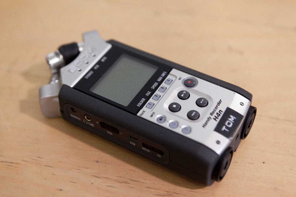 Rent Zoom H4n Recorder In Epsom Rent For 8 00 Day 40 00