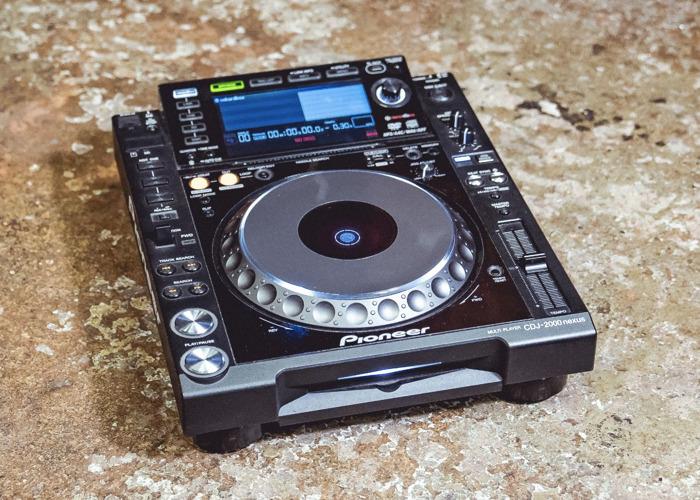 CDJ-2000NXS  - 1