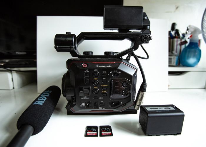 Basic package Panasonic AU-EVA1 5.7K Super 35mm Cinema Camera + RodeNTG1  - 1