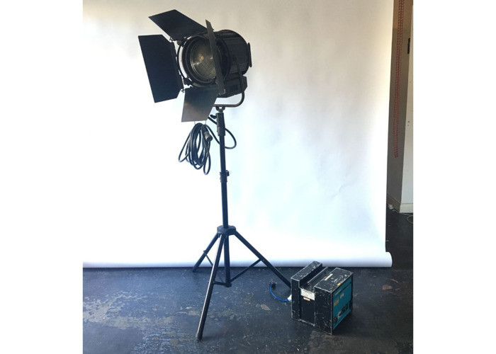 1200w 1.2k Arri type HMI with fresnel and stand DAYLIGHT WHITE - 1