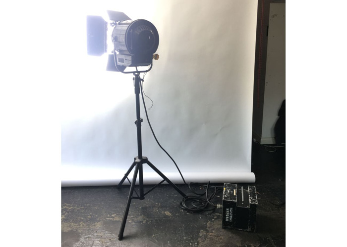 1200w 1.2k Arri type HMI with fresnel and stand DAYLIGHT WHITE - 2