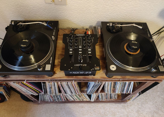 1210 Technics Turntables X2 with Flight Case - 1