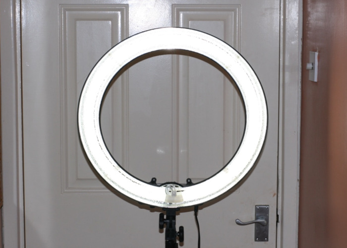 """14"""" Neewer Ringlight with Stand - 1"""