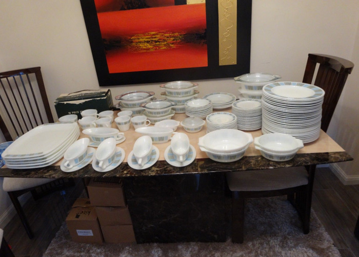 174 Pyrex dishes for dinner party - 1