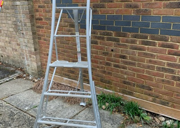 1.8 metre tripod ladder - 1