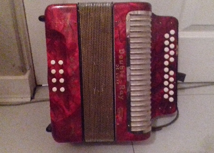 1938 Hohner Double Ray De Luxe accordion - 2