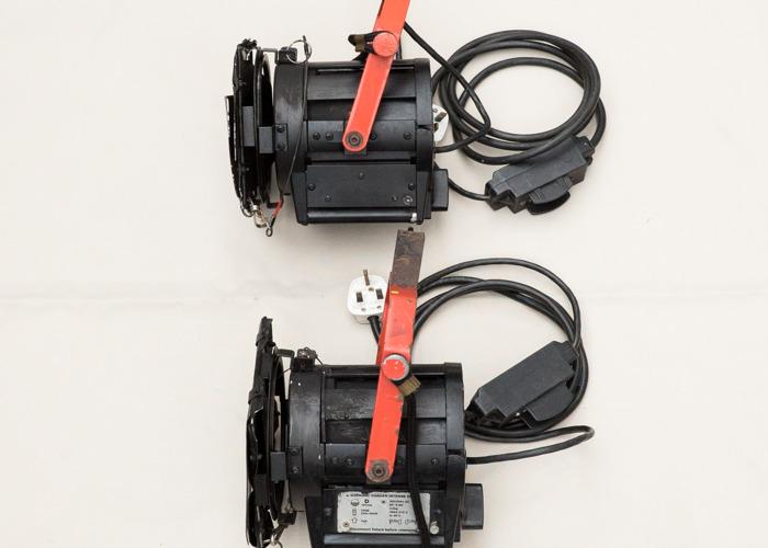 2 x 650w Fresnel lamp - 1