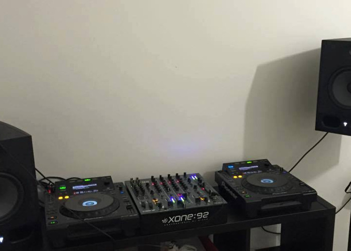 2 x CDJ 900, 1 x Xone 92 Mixer, 2 x mackie thump Pa speakers - 1