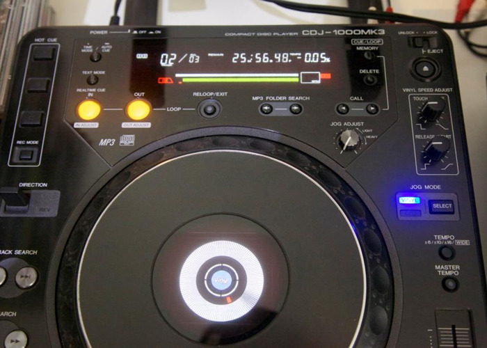 2 x Pioneer CDJ 1000 MK3 - 1