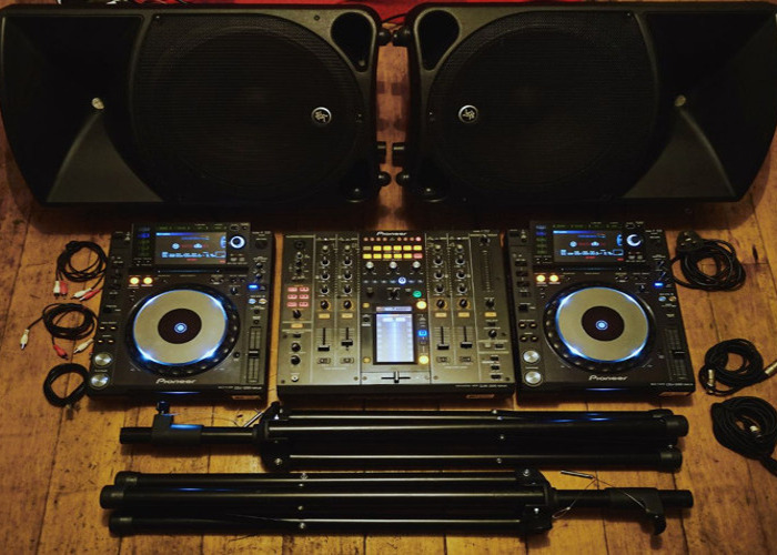 2 x Pioneer CDJ 2000 Nexus, DJM 900 Nexus & Yamaha DXR 12 PA - 1