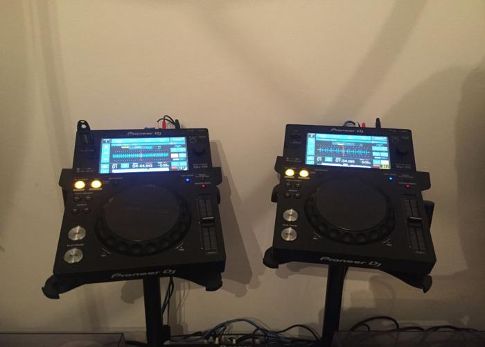 2 x Pioneer XDJ 700 DJ Decks USB CDJ (Including telescopic stands) - 1