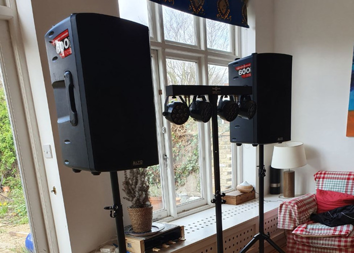 2x 600W Speakers + Lighting bar *Party Package* for parties, weddings, bands, DJs - 2