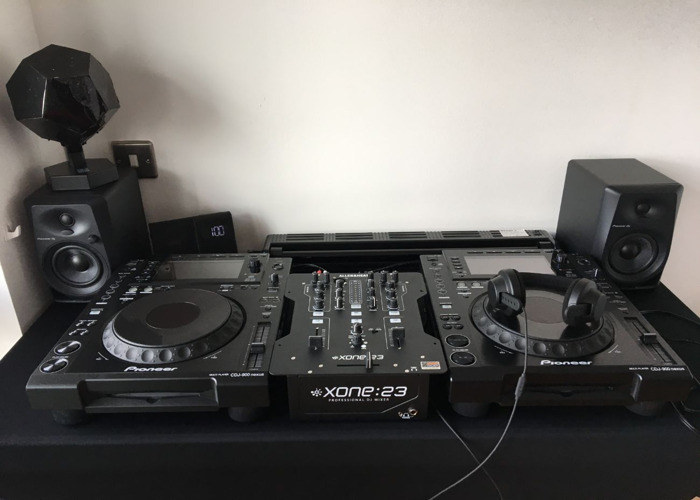 2x CDJ 900 NEXUS AND one mixer XONE 23 2 Channels Analog - 1