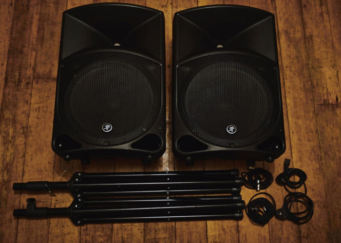 2x Mackie Thump 15 1000w active speakers (+ stands/cables) - Same Day Delivery Available - 1