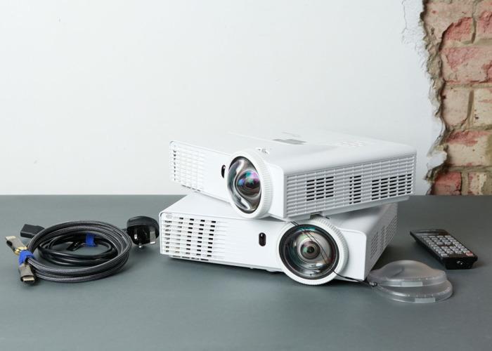 2x Optoma GT760 / Super Short throw Projectors 3200 lumens - 1
