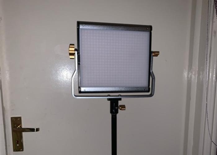 3 X neewer LED lights - 1