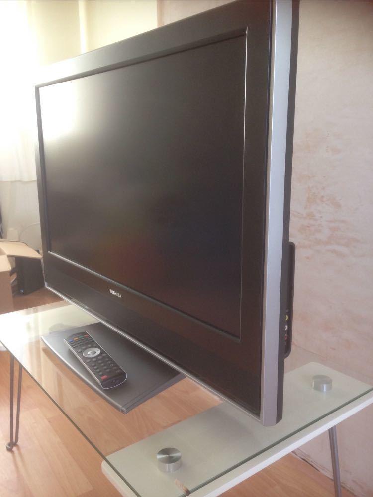 32 toshiba-tv-with-tv-stand--25908208.jpg