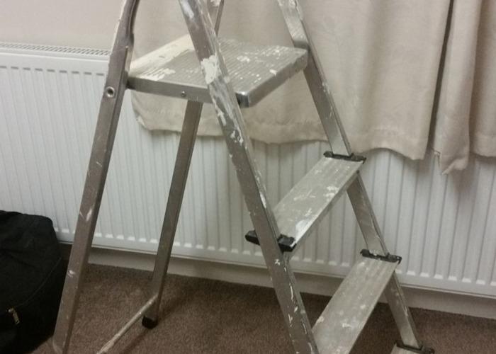 4 Tread Step Ladder - 1