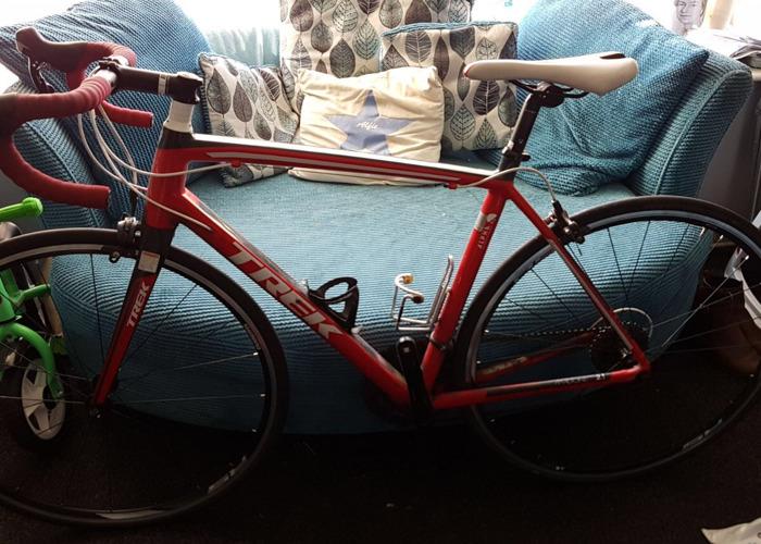 54cm Trek madone 2.1 road bike - 1