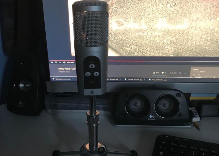 AFX Firestar MIC Professional USB Microphone - Silver - 1