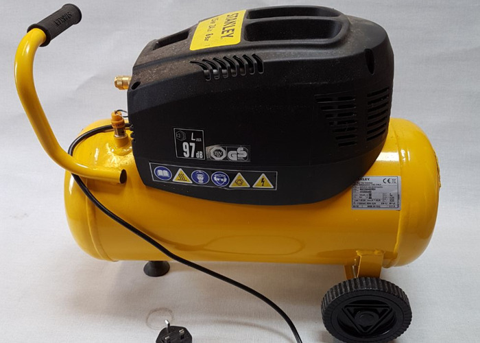 Air Compressor Portable - with assorted tools - 1