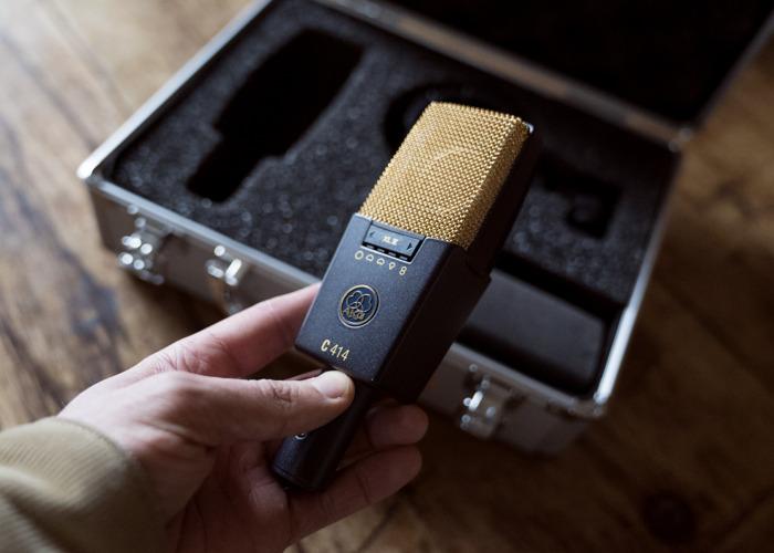 akg c414xlii-condenser-microphone-41455141.jpg