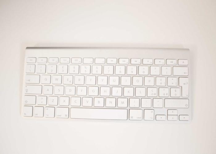 Apple A1314 (MC184LL/A) Keyboard - 1