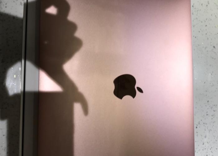 Apple MacBook  - 1