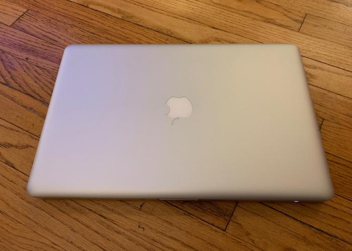 Apple MacBook Pro 15inch SSD i7 - 2