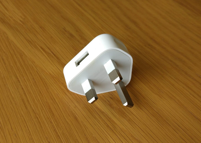 apple wall-plug-uk--3-pin--usb-55622076.jpeg