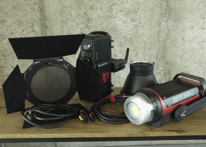 Aputure 300d ii COB Light with Barndoors - 1