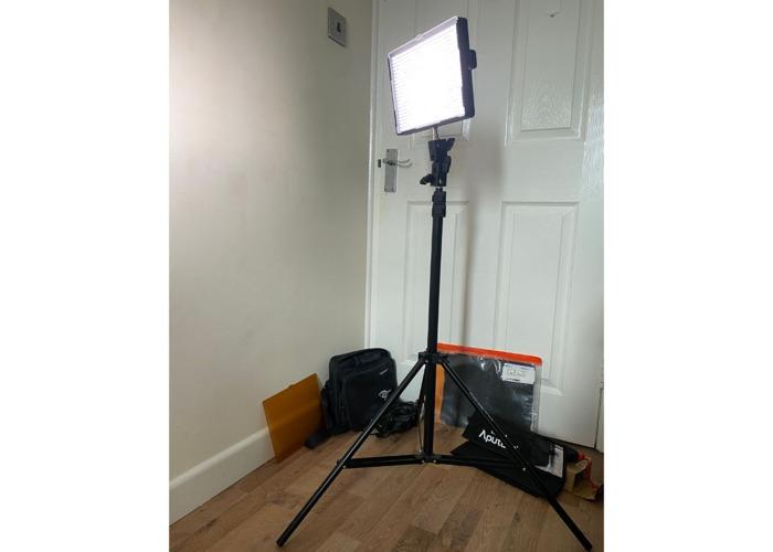 Aputure Amaran AL-528S LED Light Kit + Stand + diffuser  - 2
