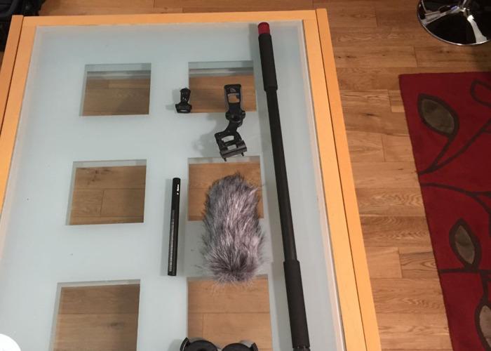 aputure deity-shotgun-mic-w-carbon-fibre-boom-pole--extras-91754553.JPG