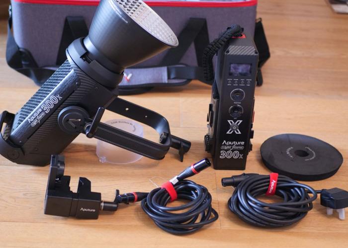 Aputure LS 300X LED light + Softbox - 2