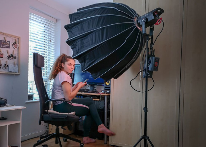 Aputure LS C120d II Studio LED Video Light W/ Light Dome II - 2