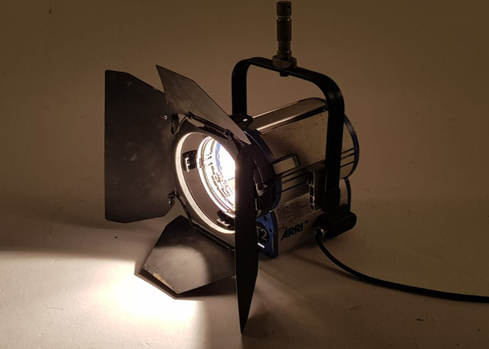 Arri 2K 2000w Watt Fresnel T2 Light Tungsten - 1