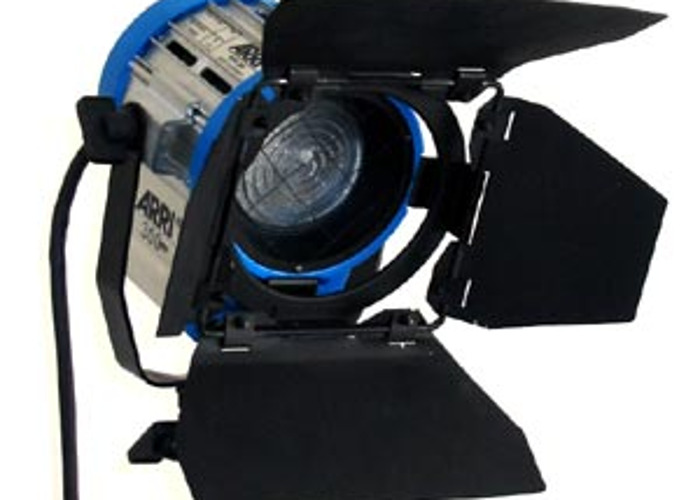 Arri 300w Tungsten Fresnel light - 1