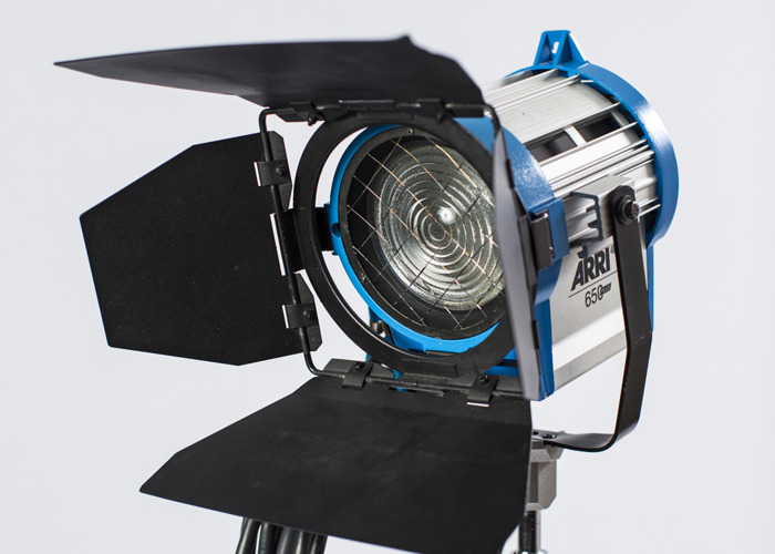 Arri 650W Tungsten Fresnel light - 1