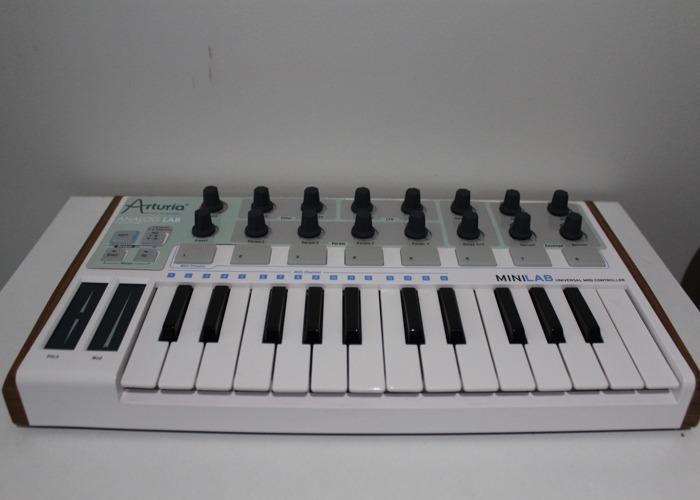 Arturia Micro Lab Controller Keyboard - 1