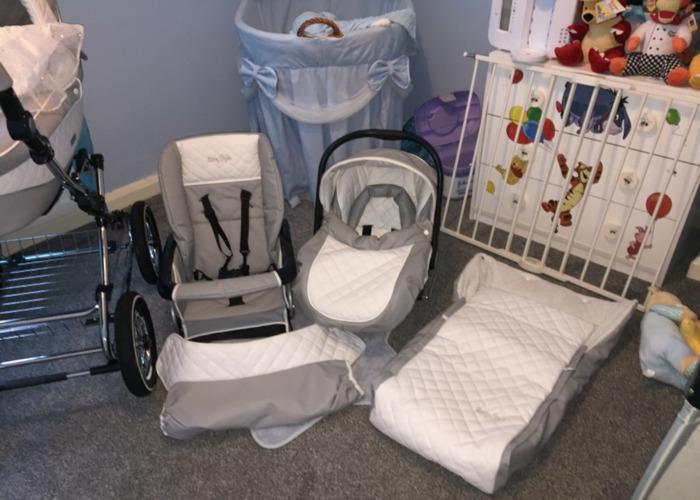 Baby Style Prestige Pram - 1