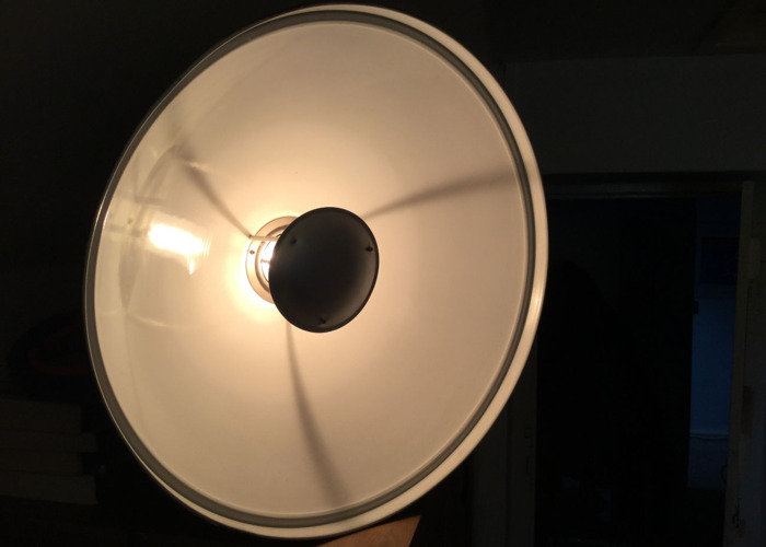 Beauty Dish Flash Head Lighting Modifier. Bowens Mount. 69 cm. White. - 1